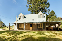 BUNYA MOUNTAINS - HOUSE ON THE HILL
